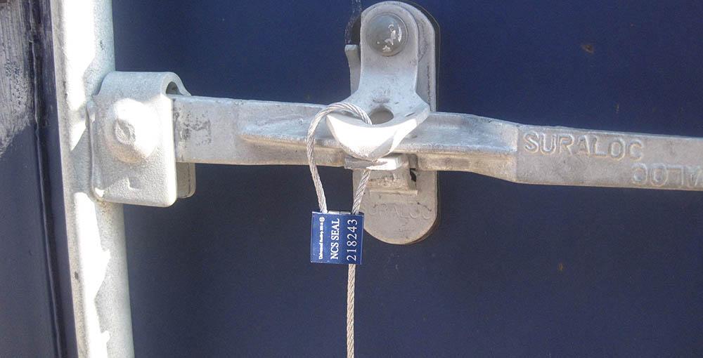 Zeecontainer verzegeld met cable seal